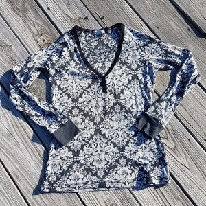 dELiA*s Long Sleeve Floral Thermal Henley Shirt L